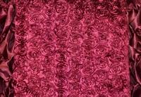 Бордовый атлас с нашивными розами 2,5 см
