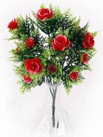 Букет пластиковых роз с папоротником 15 г. выс. 30 см